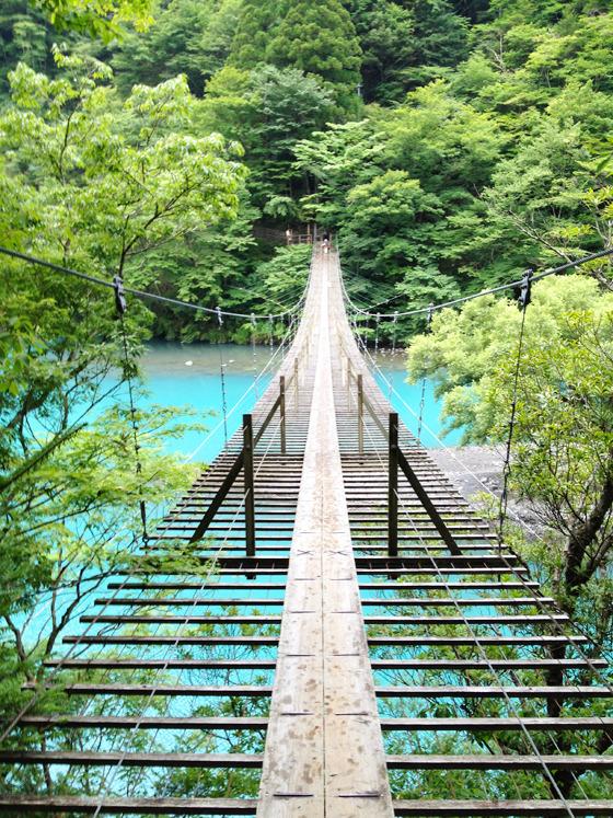 エメラルドグリーンのきれいな湖